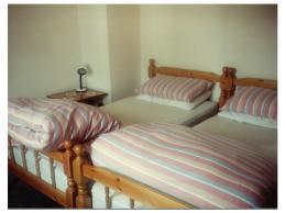 twinbedroom0.65